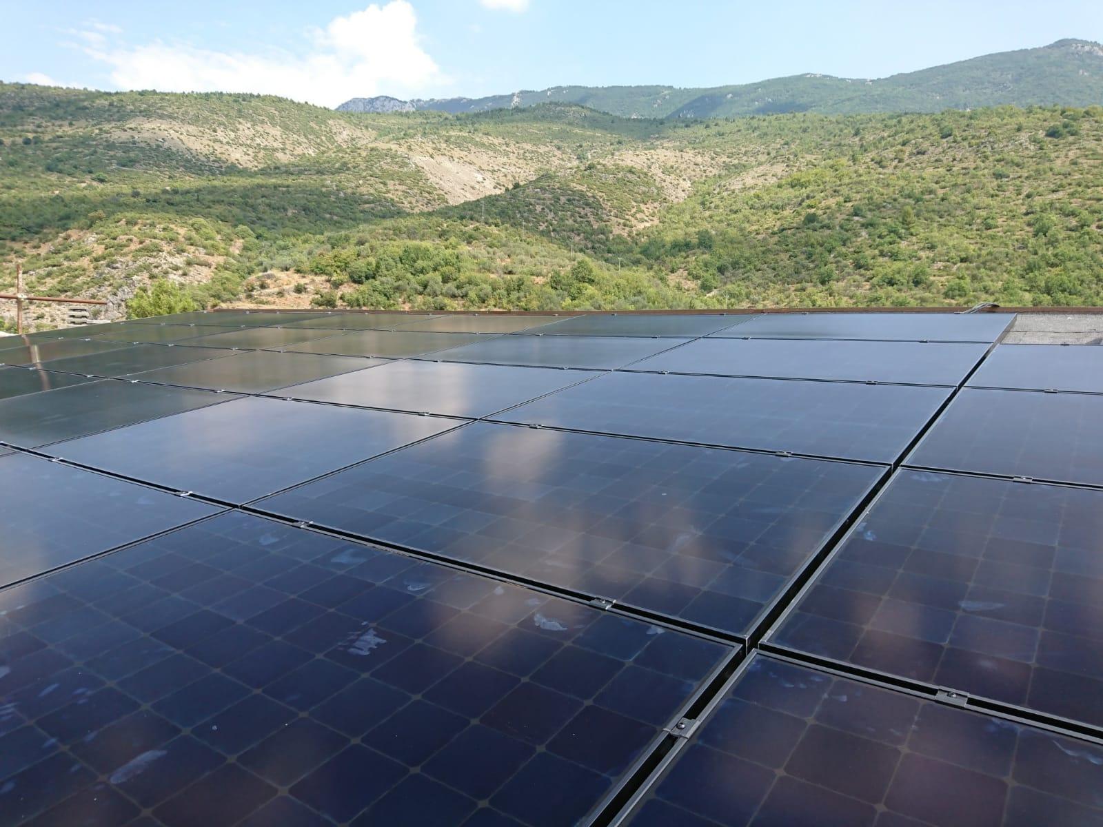 Ofena (AQ): Impianto fotovoltaico per B&B con moduli Sunpower di colore nero